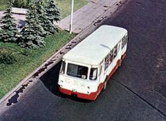 ЛиАЗ-677 на площади Брежнева